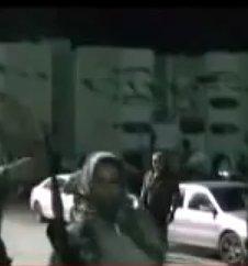 Eine Einwohnerin in Sirte, entschlossen zur Selbstverteidigung gegen die mörderischen NATO-Rebellen
