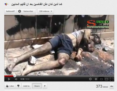 Der Mann mit der kurzen Hose welcher vom FSA-Mob durch die Straßen getrieben wurde.
