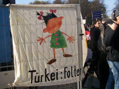 Folter in der Türkei, die AKP tritt Menschenrechte mit Füßen