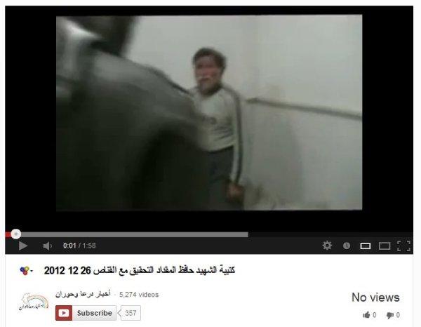 Ein kleinwüchsige Mann in den Händen von Folterern, unterstützt durch unsere Medien und Politiker