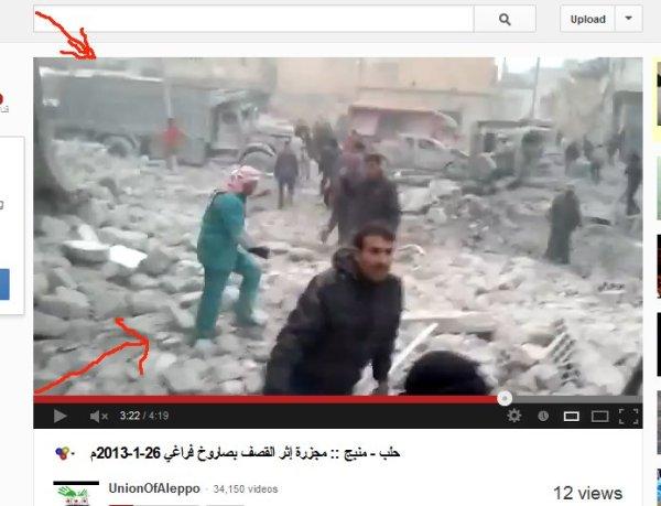 Ein Mediziner läuft über die Trümmer