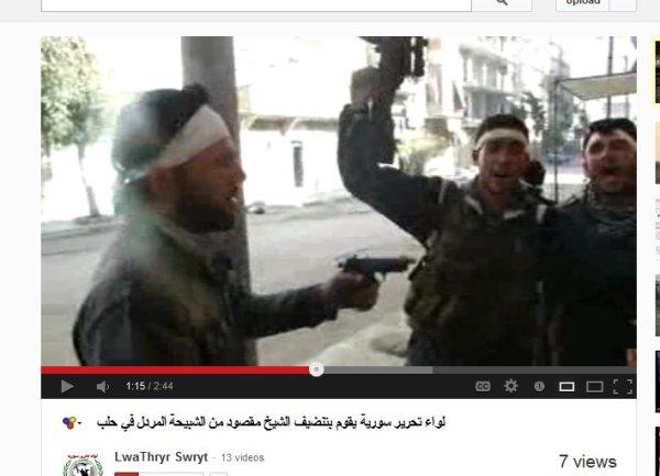 Zivilist mit waffe bedroht, es herrscht höchste Lebensgefahr für den Mann im Video