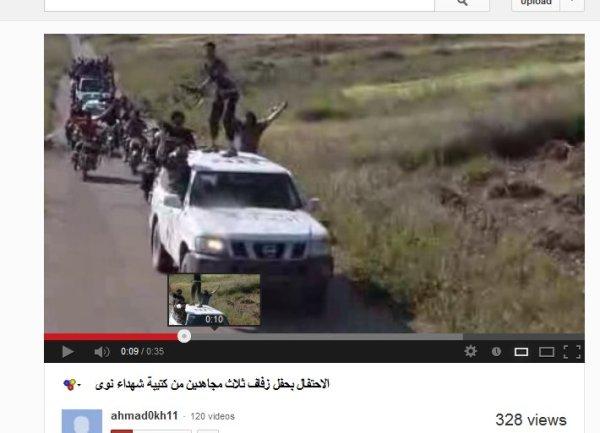 Bewaffnete Hochzeitsgesellschaft der FSA-Yarmouk-Brigaden unterwegs im UN-Fahrzeug