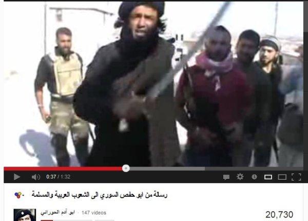 Vermutlich libyscher Al-Kaida-freiheitskämpfer auf dem Weg nach Aleppo zusammen mit FSA-Milizen