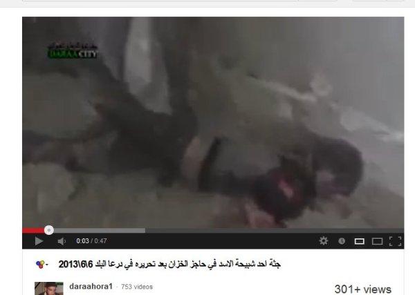 """Die """"gemäßigte"""" FSA zeigt den Umgang mit einem von ihnen ermordeten. Trophähenfotos für´s Familienalbum"""
