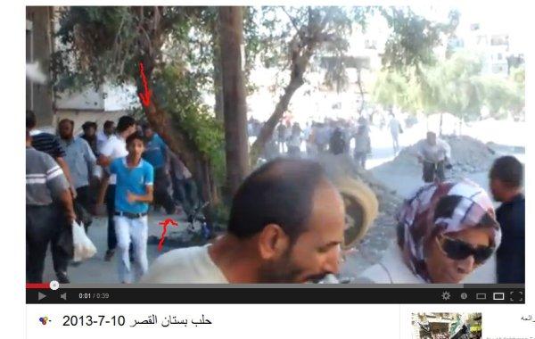 Der angeschossene Mann am Boden, der Helfer mit dem blauen beschrifteten T-Shirt welcher den Verletzten in Sicherheit trägt.  Woher kam der Schuss?