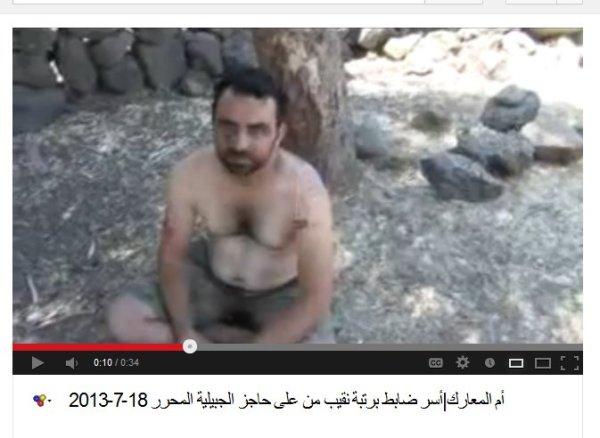 Ein gefangener Offizier, laut den Terroistenangaben. Vermutlich bereits umgebracht von den USrael-GCC-NATO-Proxy-Milizen