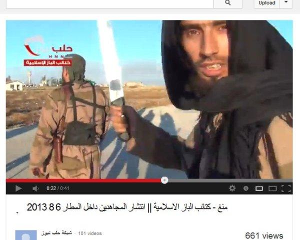 Nein, keine Rebellenfahne, es ist die fahne welche von den Al-Qaedas als Symbol genommen wird. In Afghanistan bekämpft, in Syrien bewaffnet und unterstützt