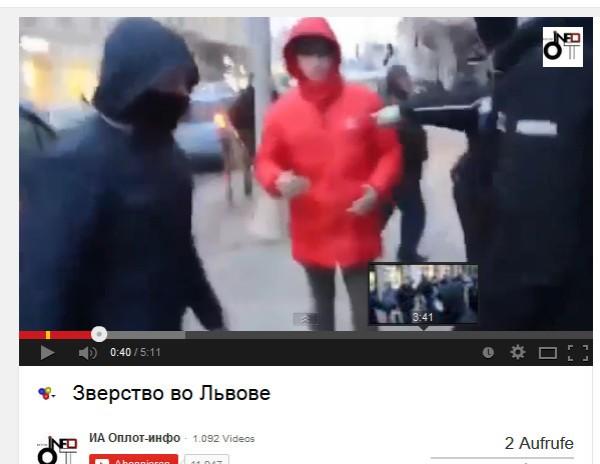 Junge mit roter Jacke wird zum Opfer der Nazis