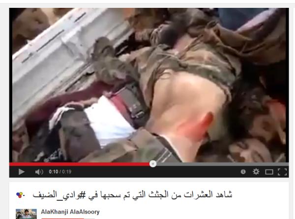 Unten links der tote Soldat mit den zusammengebundenen handgelenken
