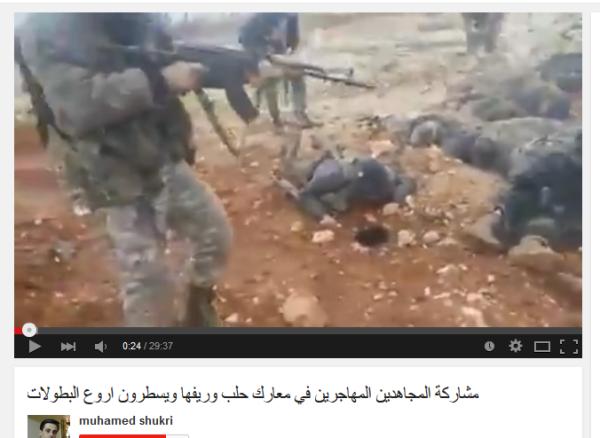 Tote Soldaten ohne Blut aber mit Gewehren am Boden liegend